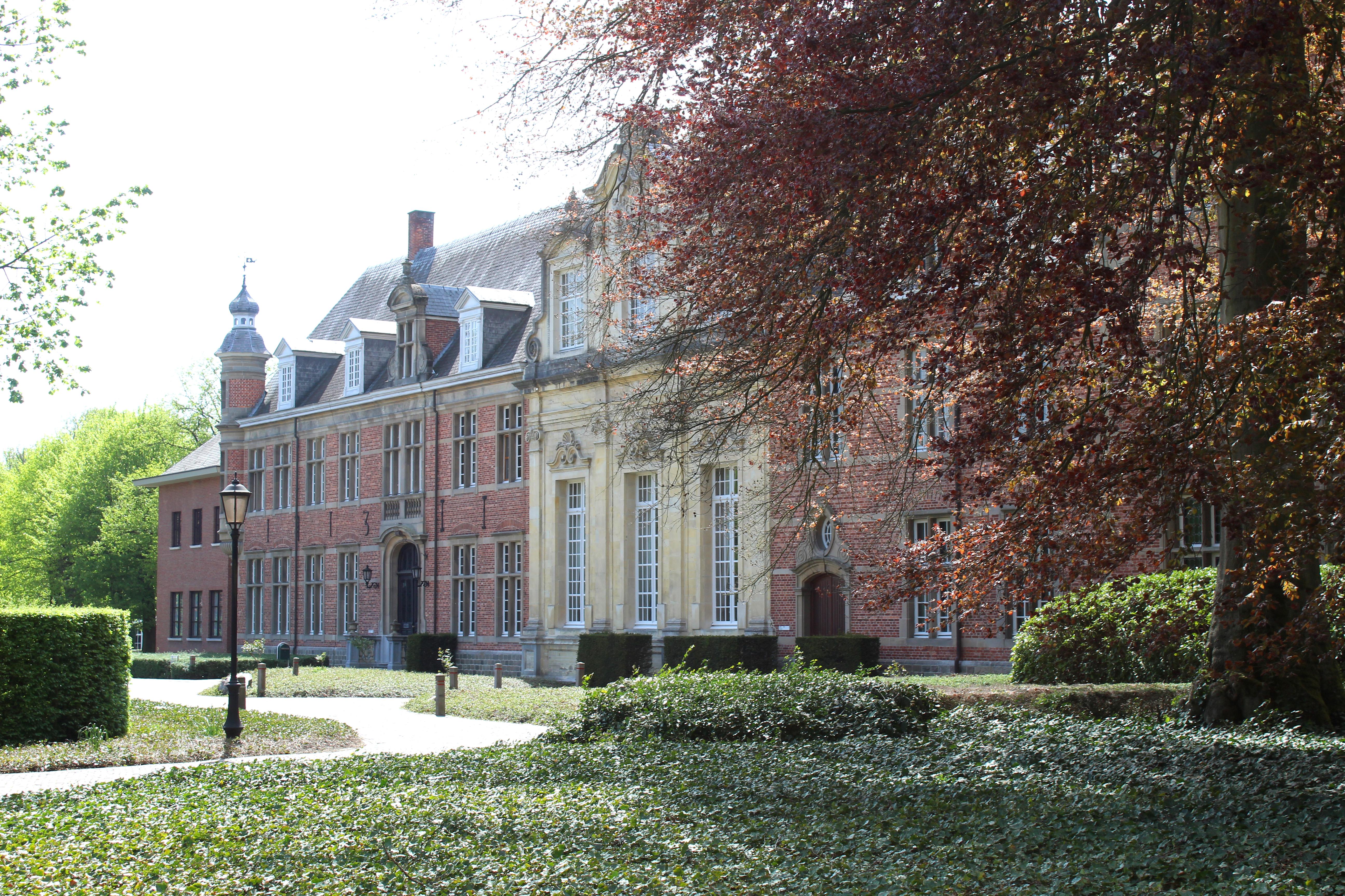 Gebouwen abdij Postel
