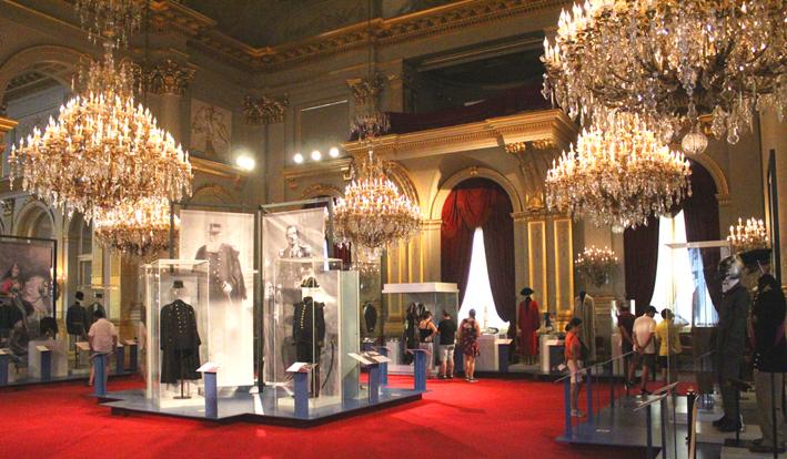 Koninklijke uniformen Koninklijk paleis geopend