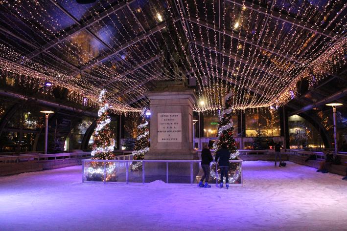 Ijspiste Groenplaats 's avonds kerstmarkt Antwerpen 2019