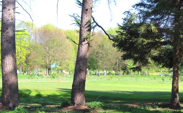 Golfspelers Wandelen in Postel