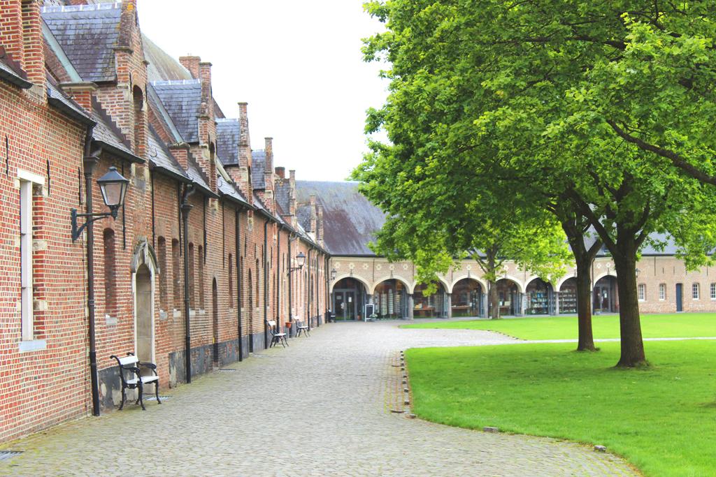 Bedrijfsgebouwen en boekhandel abdij van Tongerlo