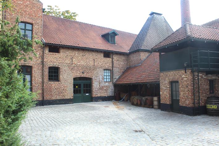 Binnenplaats Jenevermuseum Stadswandeling in Hasselt