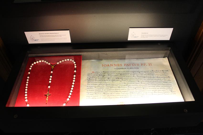 Pauselijke bul en rozenkrans Hanswijkbasiliek