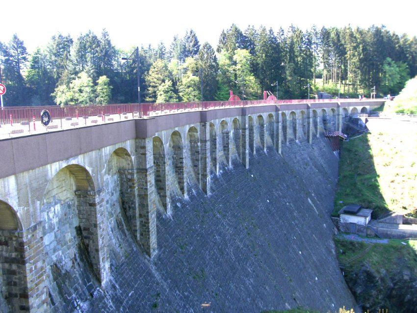 Stuwdam meer van Robertville