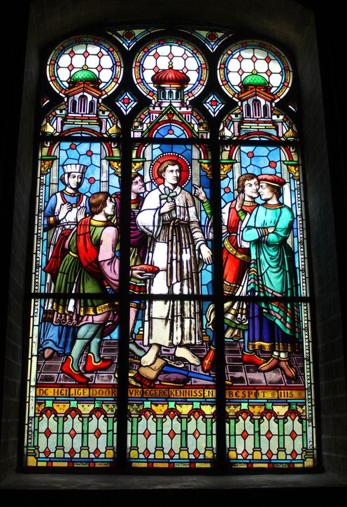 Glasraam Sint-Niklaaskerk Postel