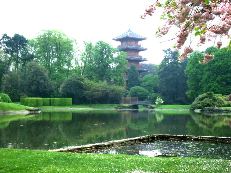 Paleistuin met Japanse Toren